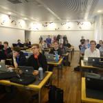 Workshop C++. Deltagarna är koncentrerade.