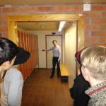 Föreningens grundare visar det gamla mupprummet