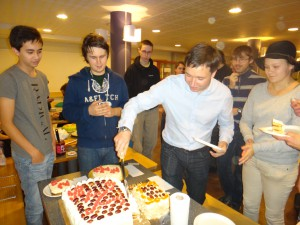 Tårtan skärs upp...